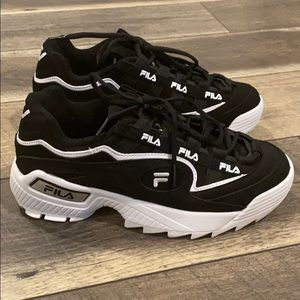 New Fila sneakers tennis shoes sz 7 display